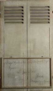 """Volet de la maison """"Barba"""" avec inscription prussienne manuscrite 1871© Musée des Avelines"""