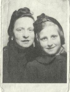 Lucie robin et sa fille Abèle-France à Marseille en 1943 © A-F. Ataroff