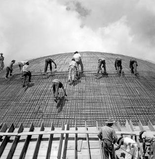 Marcel Gautherot, Coupole du Sénat fédéral en construction © Institut Moreira Salles/Brésil