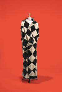 Yohji Yamamoto, Cape « Pierrot »,collection « Hollywood » Collection Palais Galliera © Spassky Fischer