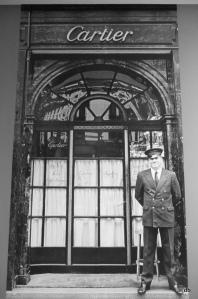 Entrée boutique Cartier au 13 rue de la Paix, vers 1900 ©.db