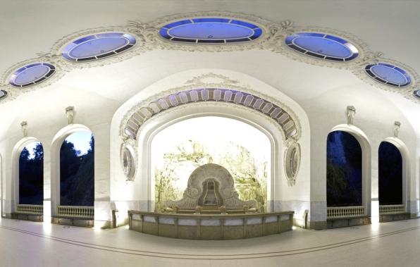 Vue panoramique nocturne de l'intérieur du pavillon de la source des Célestins (1908) © E.Lattes/office Tourisme Vichy