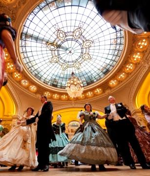 Le grand bal sous la verrière du salon Berlioz © J. Mondierie