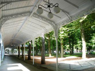 La promenade couverte du Parc des Sources / DR