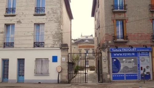 Derrière la grille du 13 Route de Vaugirard…À gauche la Maison Louvois © JPD Paris-bise-art