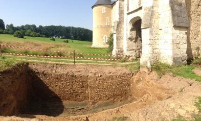 Manoir du Catel, fouilles, pont d'accès ©Amand Berteigne
