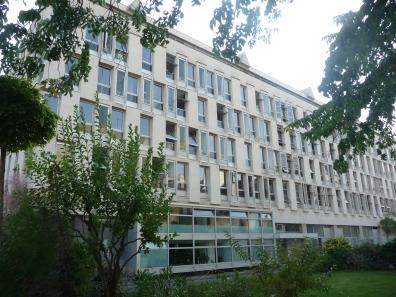 Cité Internationale des arts, bâtiment principal, côté jardin © db