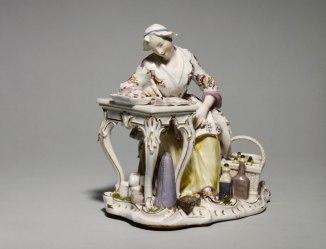 """Johann-Joachim Kändler (1706-1775), """"La ménagère écrivant dans son livre de comptes"""" ou """"l'Economie"""" ,entre 1756 et 1758 © Musée Cognacq-Jay / Roger-Viollet"""