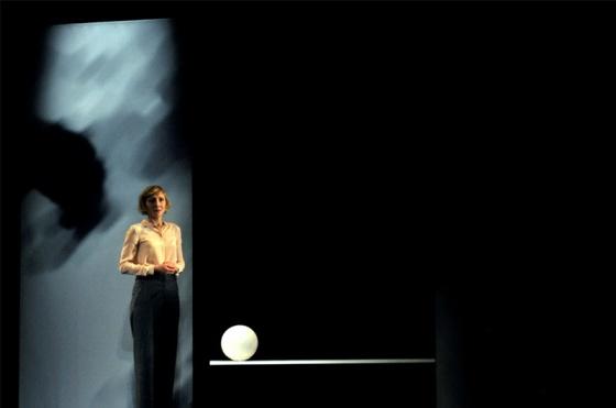 """Nathalie Richard dans """"Nuits blanches"""", théâtre de l'Oeuvre, décembre 2014 © Dunnara Meas"""