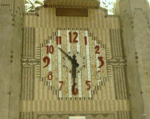 """Horloge du mur Art Deco du hall dit """"des guichets"""" © db"""