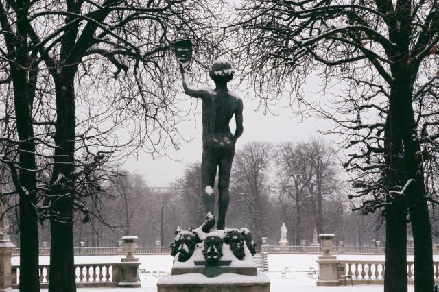 Le Masque, Jardin du Luxembourg, 08h50, 27 février 2005©Claire de Virieu