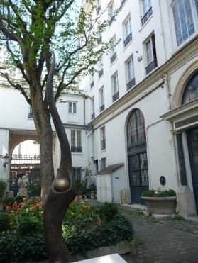 Dans la cour du 22 rue Monsieur-le-Prince, à droite entrée de l'immeuble/ Photo db
