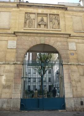 22 rue Monsieur-le-Prince//deux plaques rappellent que de Gandalara et Yves Brayer ont habité l'immeuble