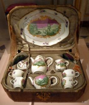 """""""Cabaret"""" à décor vert et Rose, Manufacture de Meissen (fondée en 1710 © db"""