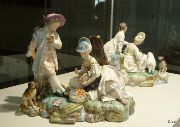 """""""Scène galante"""", porcelaine dure, (manufacture de Hoescht) faisant certainement partie d'un surtout de table © Rmn/musée de la Renaissance/photo db"""