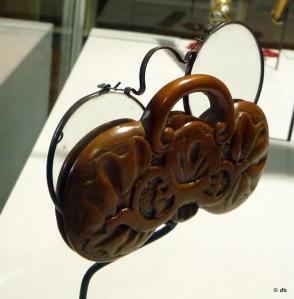 Bésicles et leur étui en buis sculpté © Rmn/musée de la Renaissance/photo db