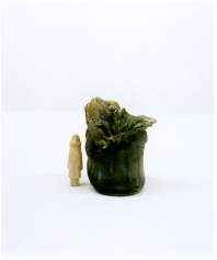 "Rei Naito, ""humain"", 2012 + flacon irradié, Coll Hiroshima Peace Memorial Museum,/ Photo Naoya Hatakeyama"